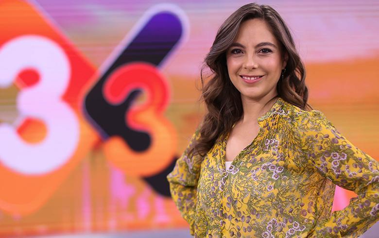 Ángeles Araya, la periodista que cada mañana despierta a Chile en el 3X3