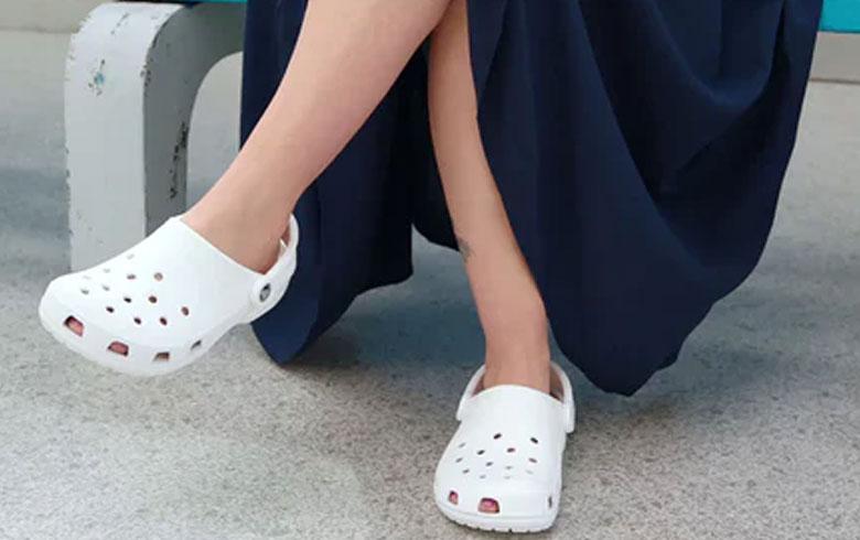 Las famosas Crocs se vuelven a renovar y lanzan versión de tacones