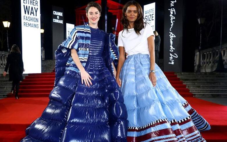 Las parkas se convierten en vestidos de gala y brillan en evento full moda