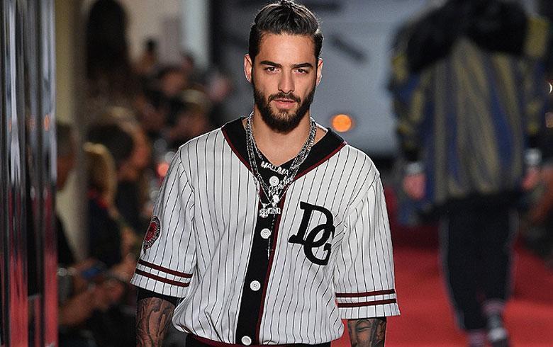 15 de Enero de 2018. En el marco de la Semana de la Moda Masculina en  Milán, Maluma cantó y debutó como modelo para la prestigiosa marca Dolce    Gabbana. ebf6adb3e6