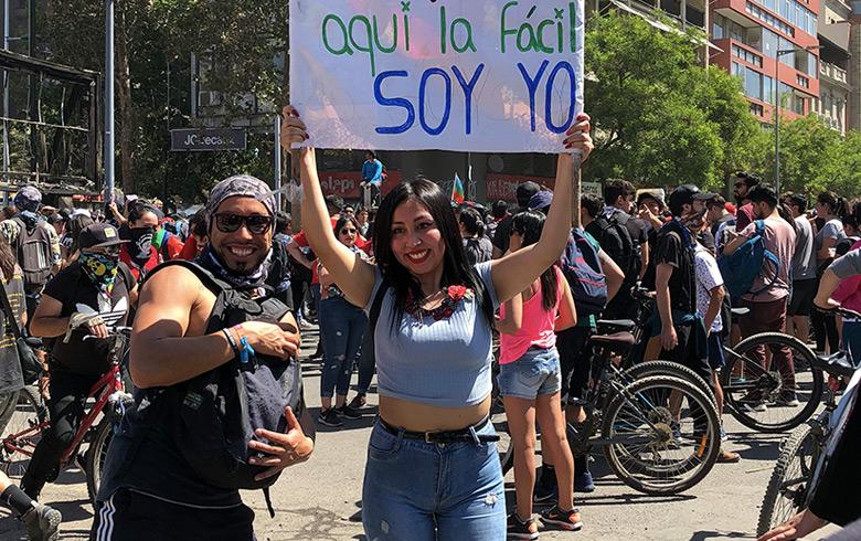 Naya Fácil se manifestó en Plaza Italia con potente mensaje al Gobierno