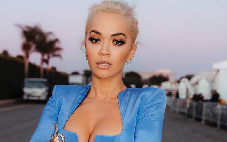 Cannes: Rita Ora se roba las miradas con interminable tajo y cintura de avispa