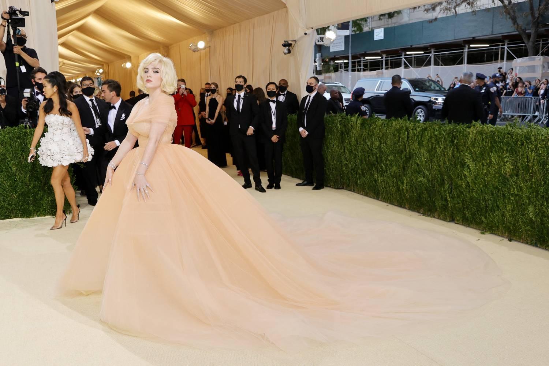 Billie Eilish rompe su estilo en la Met Gala 2021