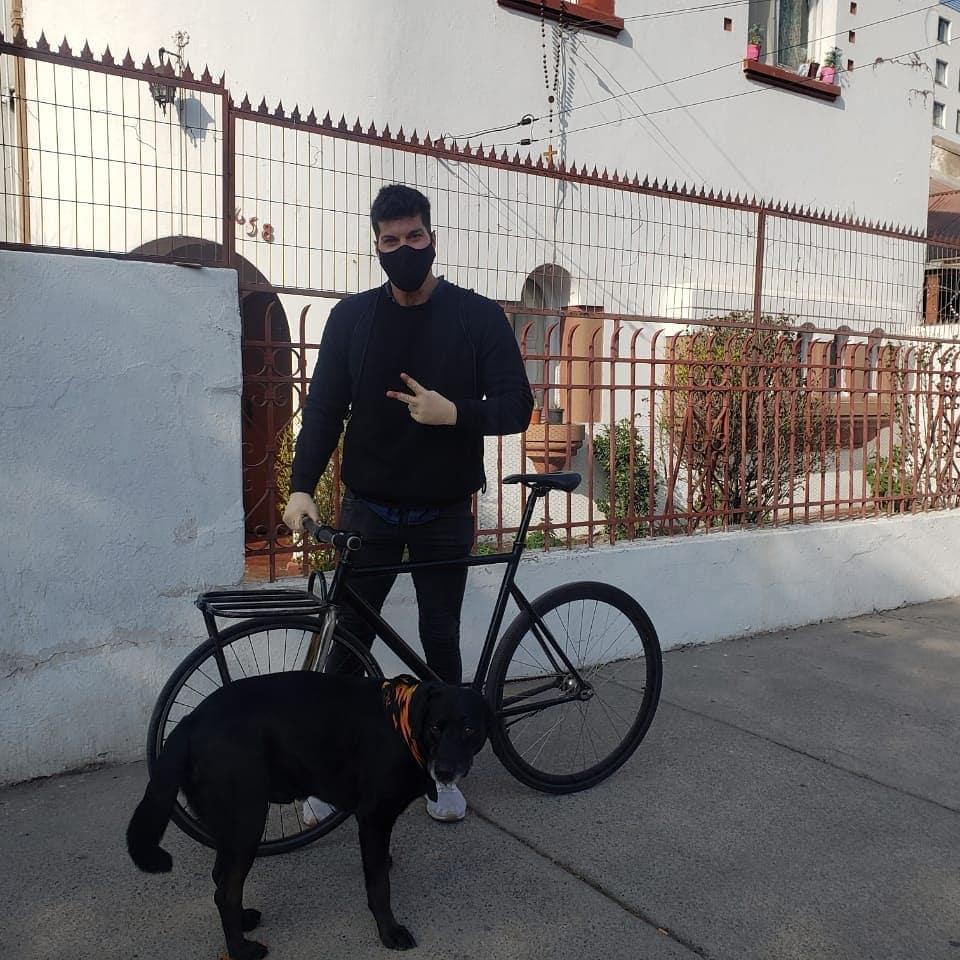 Ignacio Lastra se muestra sin polera tras rutina de ejercicio