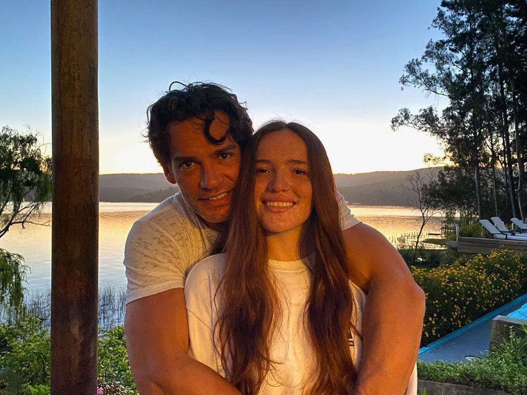 Laura de la Fuente celebra romance al ritmo del reggaetón