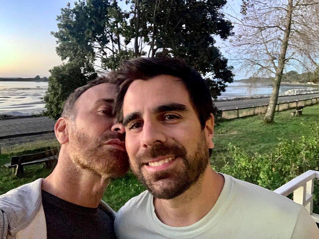 Jordi Castell y su esposo