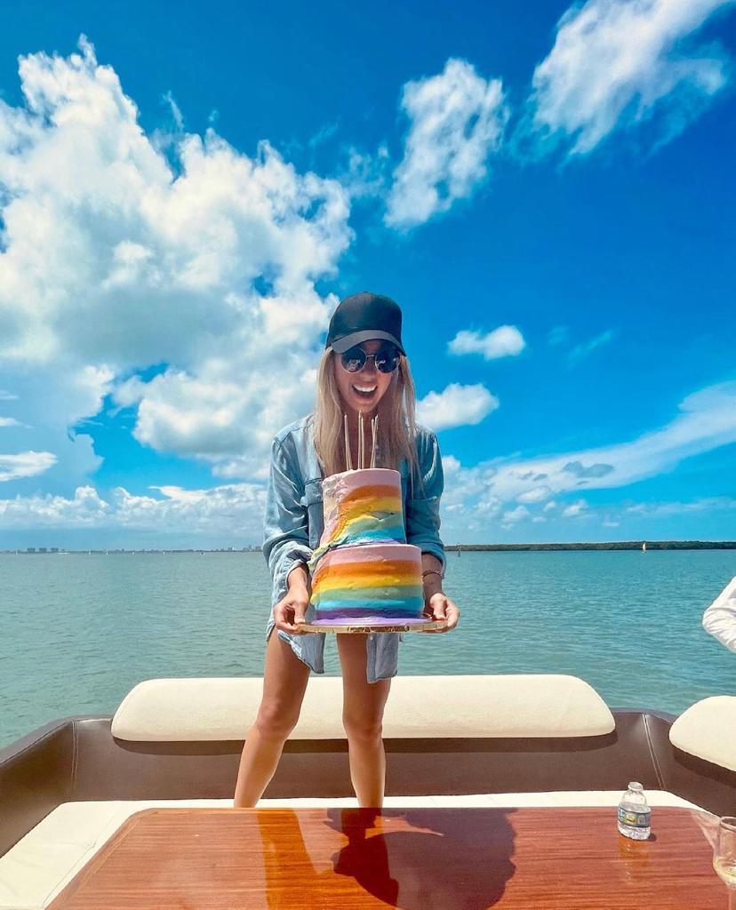 Giuliana Sotela celebra sus 38 años con bikinazo en el mar