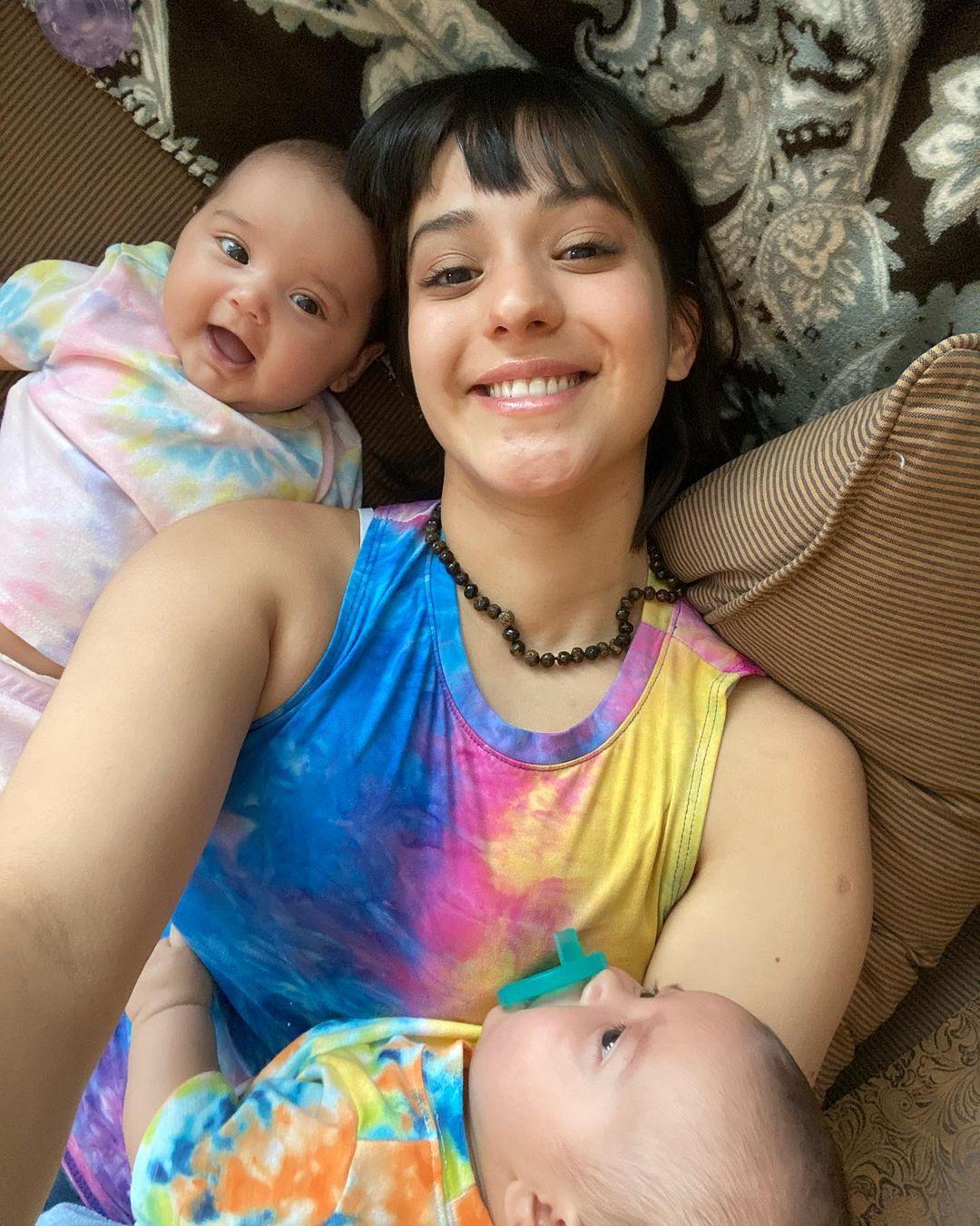 """""""Parezco la hermana mayor"""": Rocío Toscano cautiva con foto junto a sus mellizos"""