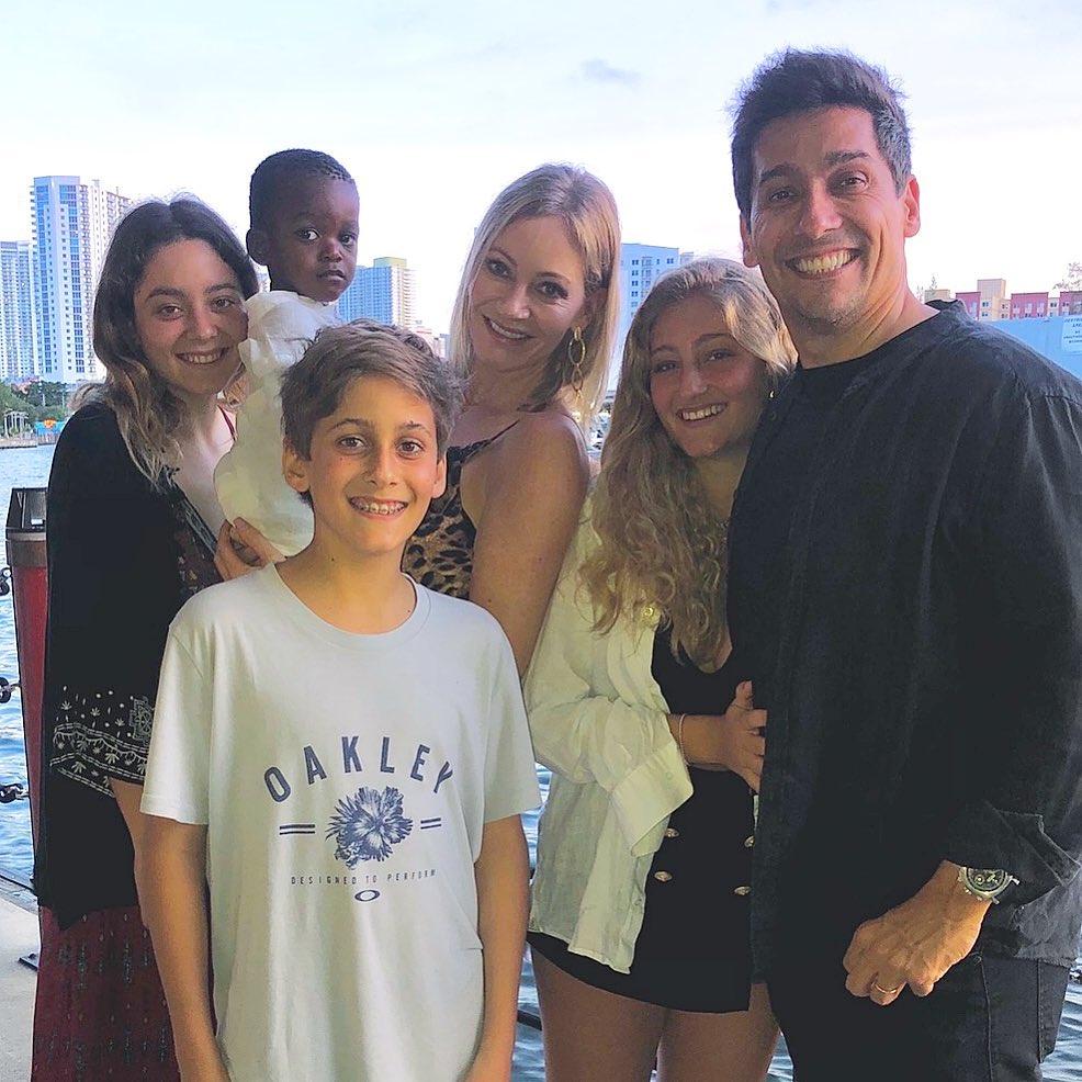 Hijo de Marcela Vacarezza y Rafael Araneda se graduó en Estados Unidos
