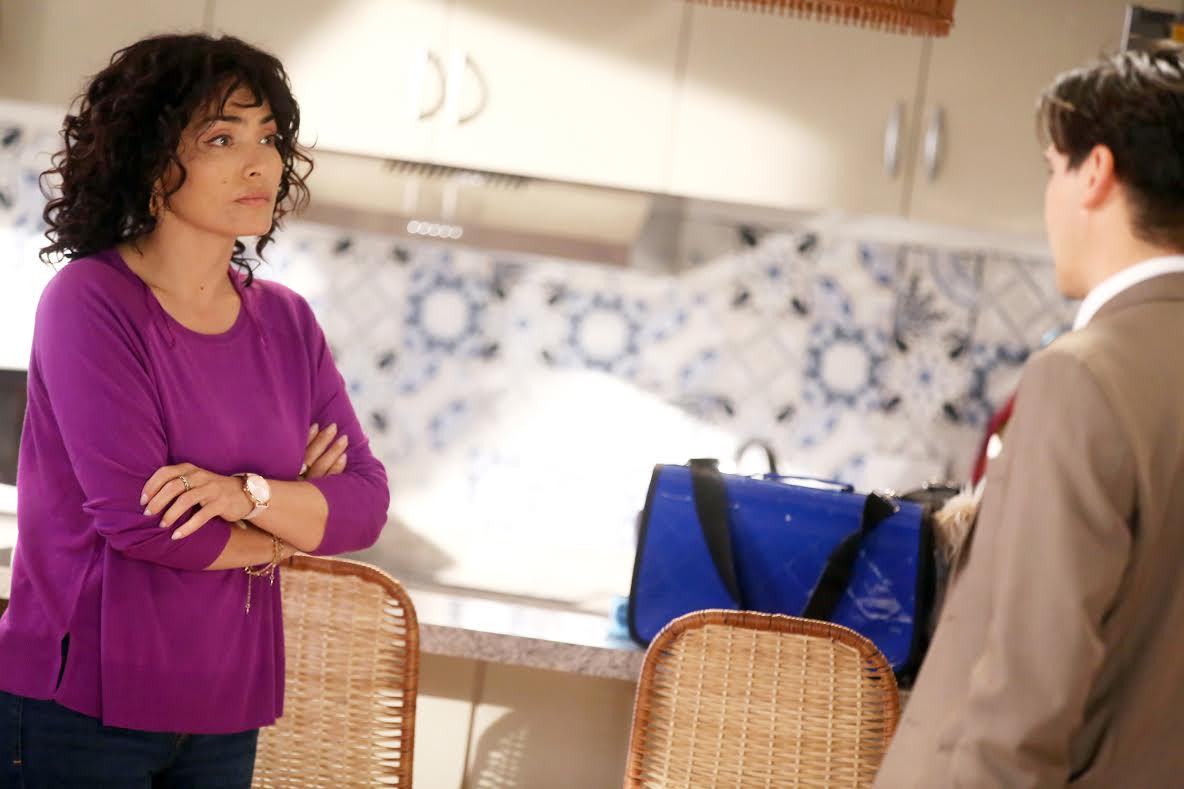 Carmen Gloria Bresky vuelve a las teleseries con llamativo look