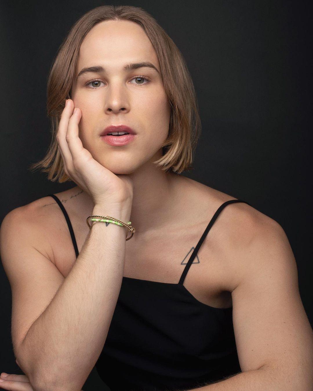 """Actriz de """"13 Reasons Why"""" revela que es una mujer trans"""