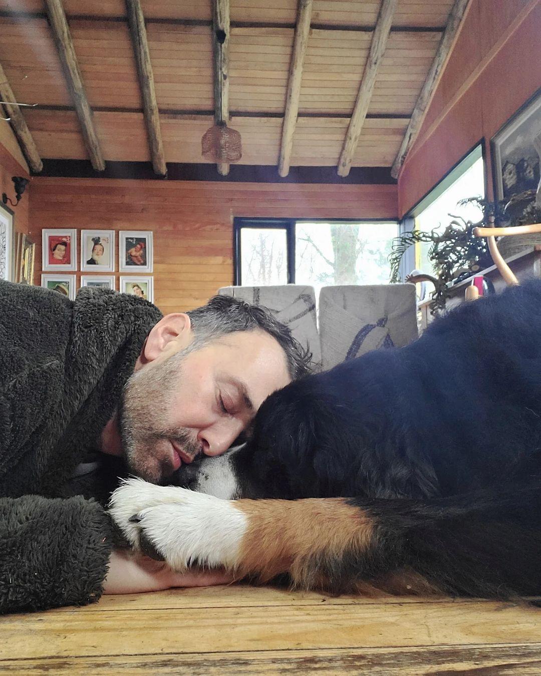 Jordi Castell causa preocupación por mensaje sobre su perrito