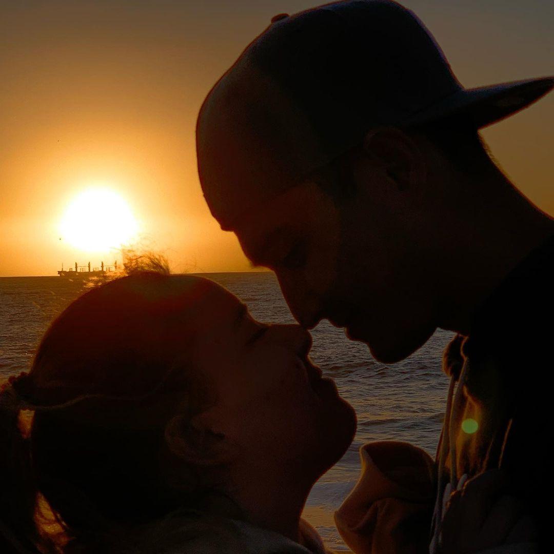 Christell Rodríguez declara su amor con romántica postal