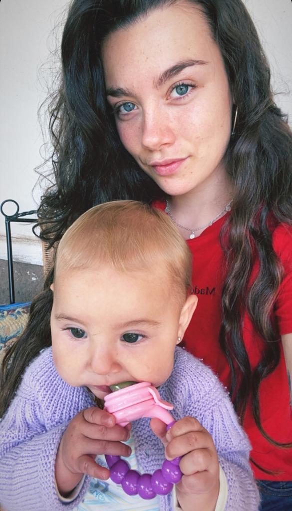 Cota Castelblanco muestra a su hija por especial fecha