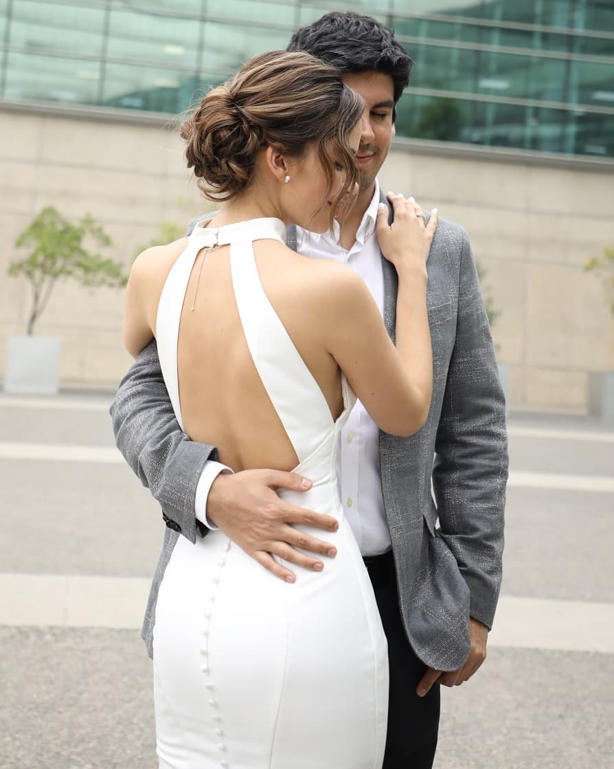 descuento hasta 60% oficial mejor calificado marcas reconocidas Nicole Putz se casó por el civil con ajustado vestido blanco ...