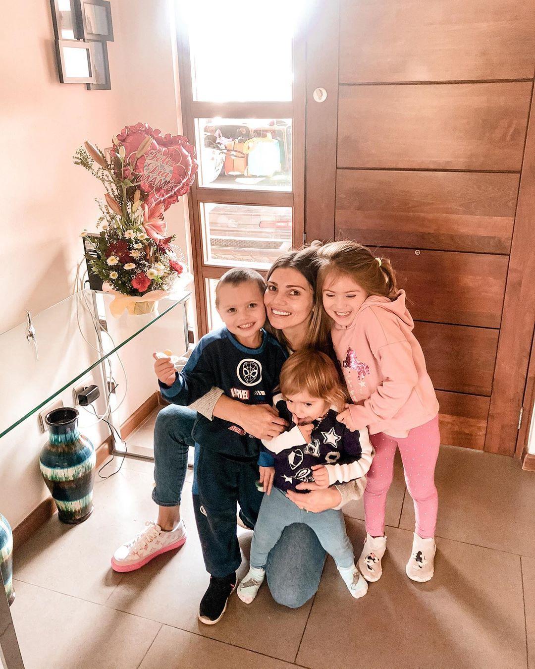 Faloon Larraguibel y sus hijos