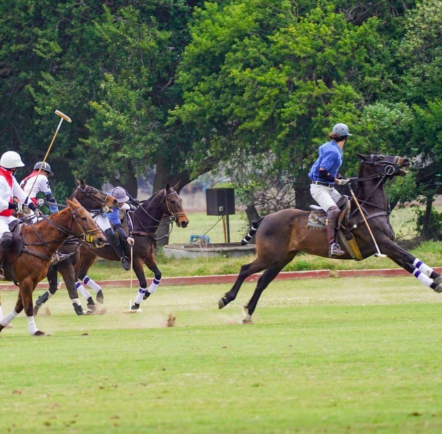 Matías Assler en la polémica por fotos jugando polo
