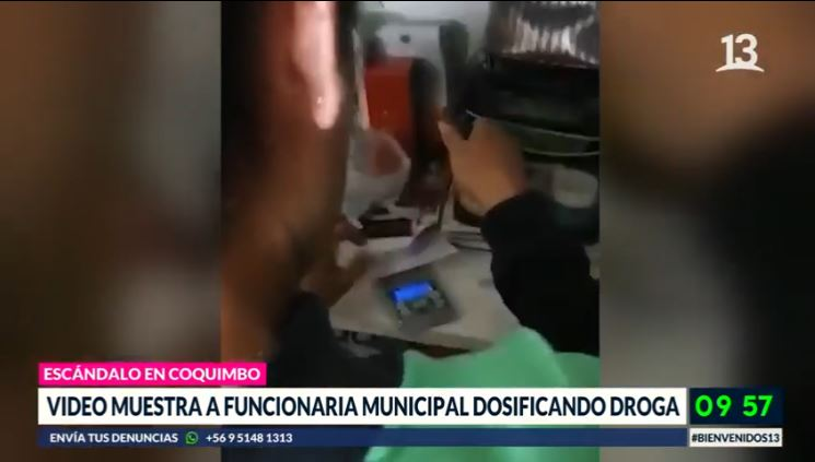 Video muestra a funcionaria municipal dosificando droga