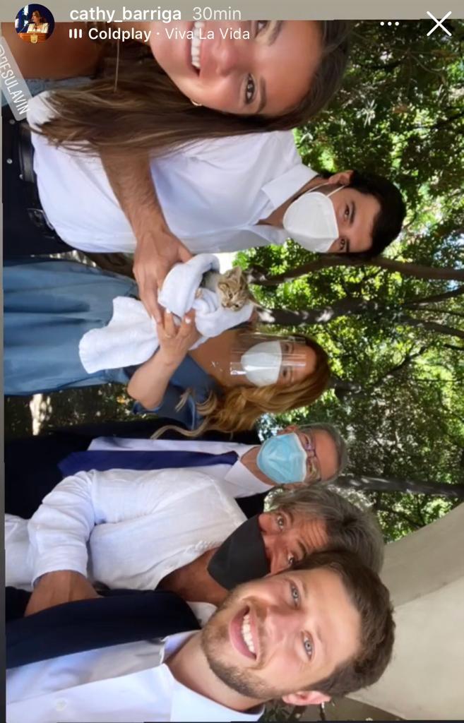 Cathy Barriga rescata a gato antes de asistir a matrimonio