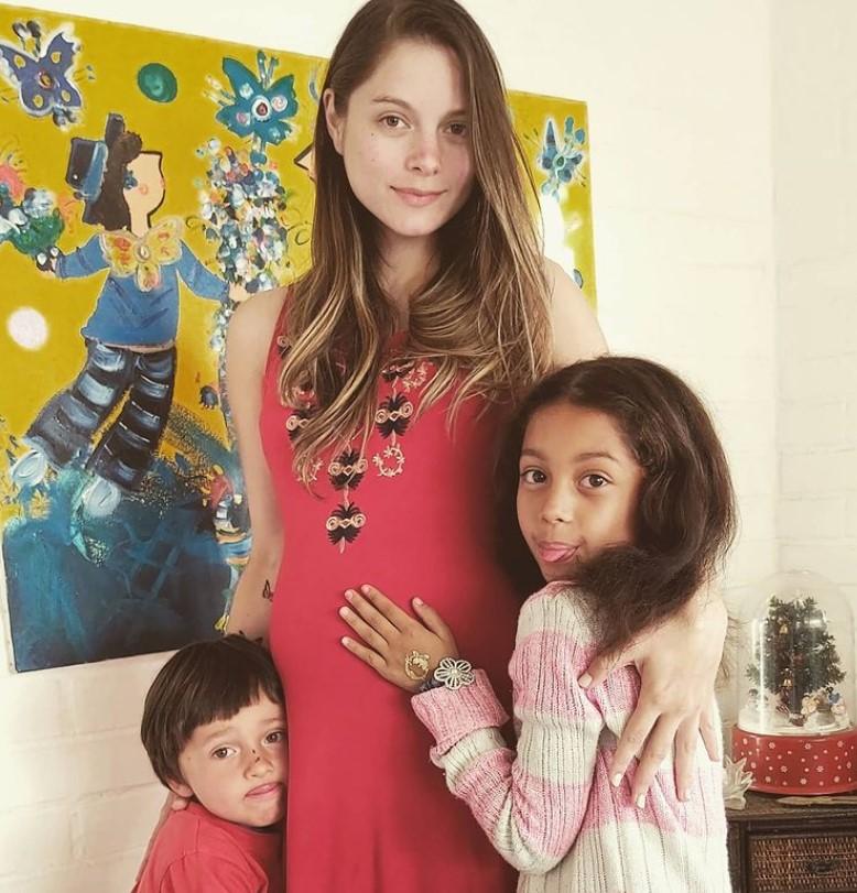 Gabriela Ernst y sus hijos
