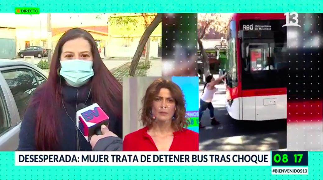 Mujer trata de detener bus tras choque en Santiago Centro