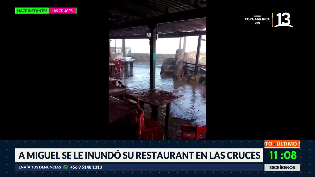 Restaurant resultó inundado por marejadas en Las Cruces