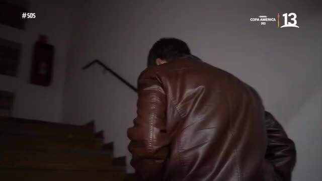 Emilio Sutherland ayuda a hombre embriagado en alcohol gel