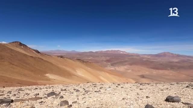 Claudio Iturra maravillado con el volcán Zapaleri