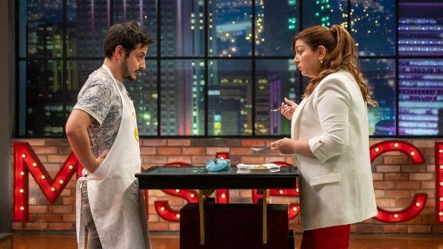 La chef Fernanda disfrutó del plato de Pollo Castillo