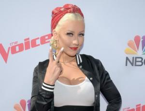 Christina Aguilera aparece irreconocible en post de Instagram que borró
