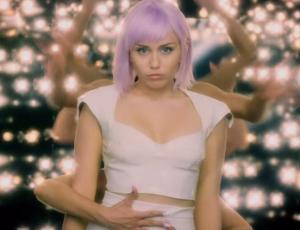 Black Mirror: Liberan primer tráiler de la quinta temporada ¡y aparece Miley Cyrus!