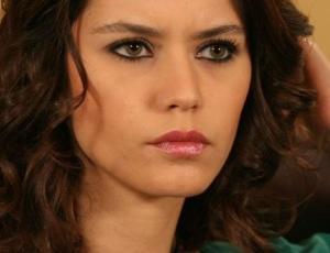 """Actriz de """"Fatmagül"""" se toma el imperio otomano en secuela de """"El Sultán"""""""