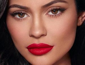 Kylie Jenner deja en evidencia su gran cambio físico tras subir foto escolar