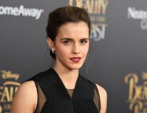 Emma Watson luce cintura de avispa en el bikini más complejo de todos