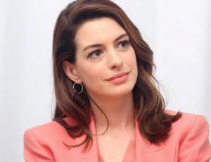 Anne Hathaway dejará de beber alcohol hasta que su hijo de tres cumpla los 18 años