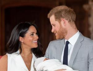 Meghan Markle y el príncipe Harry presentaron a su hijo recién nacido
