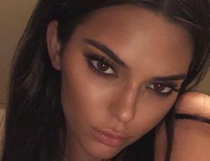 Kendall Jenner autocensura su topless en Instagram