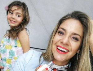 """Hija de Camila Stuardo encanta con su hilarante versión del """"Thalía Challenge"""""""