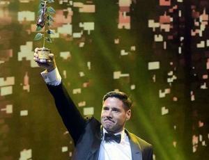 Pancho Saavedra agradece el cariño de la gente tras su triunfo en el Copihue de Oro