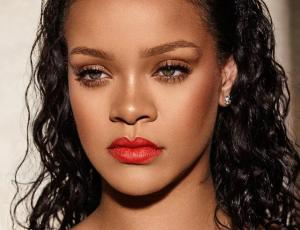 El emotivo homenaje de Rihanna a una fanática que falleció de cáncer