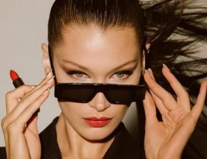 """El maquillaje estilo """"cisne negro"""" que Bella Hadid luce a horas de noche buena"""