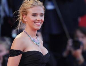 La nueva apariencia de Scarlett Johansson tras reducir su busto