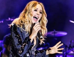Marta Sánchez suspendió concierto tras ser atacada con huevos