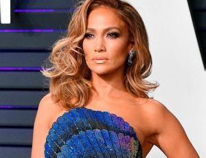Foto de Jennifer Lopez sin maquillaje a sus 50 años impactó en redes sociales