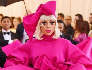 ¡Impactante! Los cuatro looks en uno de Lady Gaga en la MET gala 2019