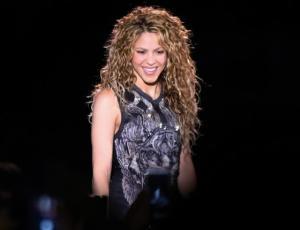 Fans chilenos de Shakira la sorprenden con tierno gesto en su concierto