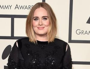 Adele llevó a su hijo a Disney vestido de princesa