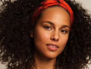 """Alicia Keys llama a las mujeres anti feministas como """"locas"""""""