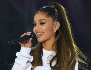 Ariana Grande se luce imitando a Celine Dion cuando niña