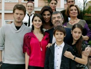 """Así luce el niño de la teleserie turca """"Amor Prohibido"""" a sus 20 años de edad"""